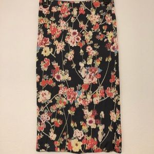 Soprano fitted floral midi-skirt.